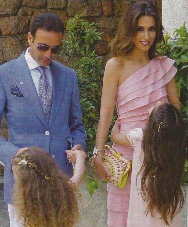 Foto: Enrique Ponce junto a su mujer, Paloma Cuevas, y sus dos hijas. (Instagram Enrique Ponce)