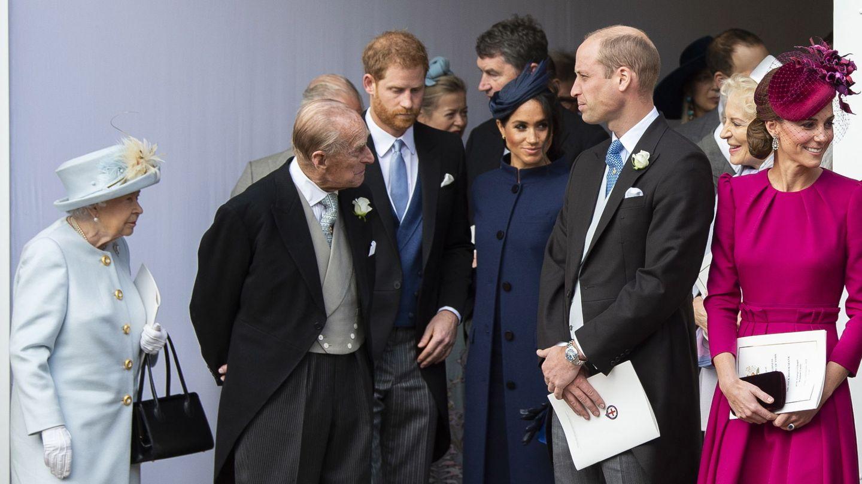 El duque de Edimburgo, con parte de la familia en la boda de Eugenia de York. (EFE)