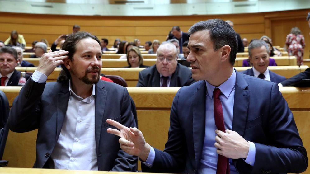 Foto: Pablo Iglesias y Pedro Sánchez, en una sesión de control al Gobierno en el Senado, el pasado febrero. (EFE)
