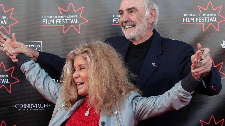 Sean Connery con su mujer, Micheline Roquebrune, en una image reciente. (EFE)