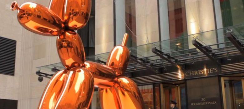 Foto: El perrito naranja de Jeff Koons a la puerta de Christie´s