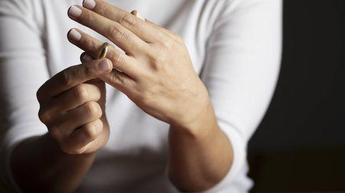 Su novio se enfada con ella por mostrar en redes un anillo de compromiso barato