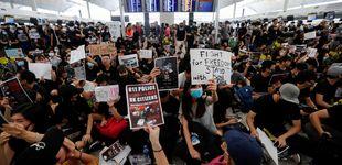 Post de Miles de manifestantes 'toman' el aeropuerto de Hong Kong, que cancela todos sus vuelos