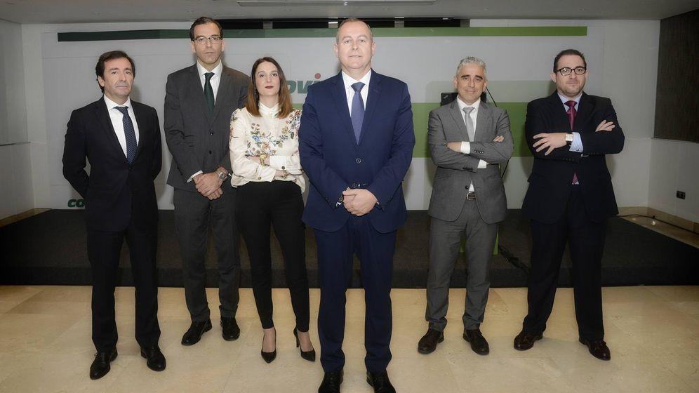 Foto: Luis Osuna, en el centro, hace un año con su comité ejecutivo en Madrid. (Covirán)