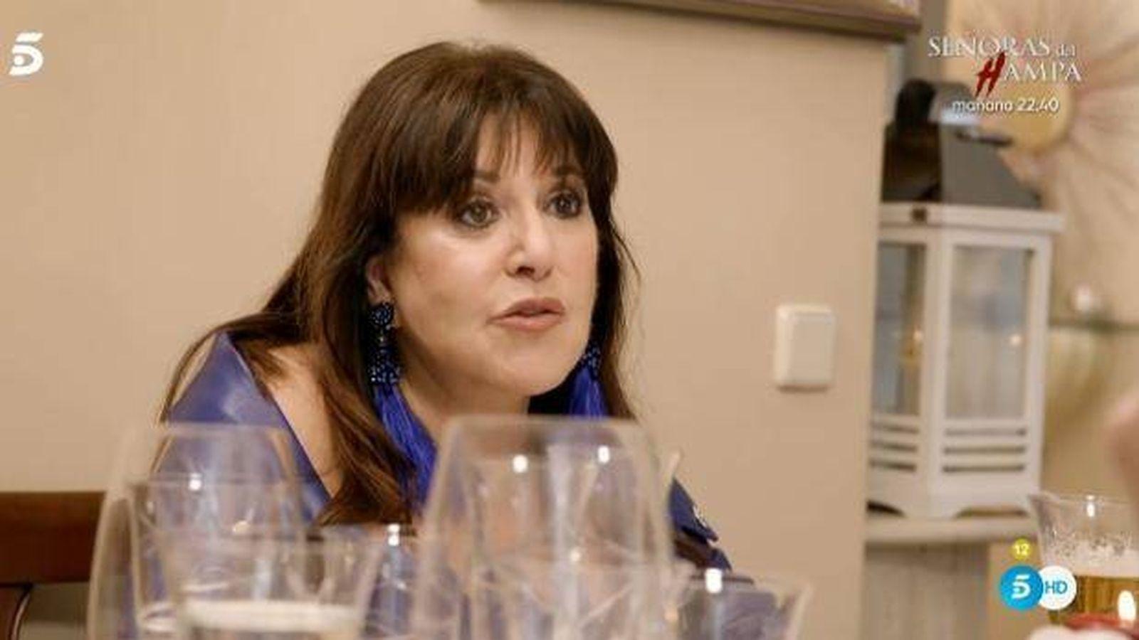 Foto: Loles León, en 'Ven a cenar conmigo'. (Telecinco)