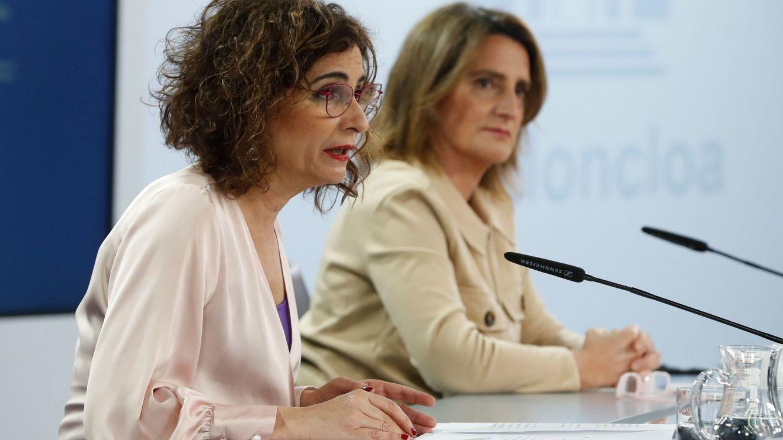 Foto: La ministra para la Transición Ecológica y el Reto Demográfico, Teresa Ribera y  la ministra de Hacienda, María Jesús Montero. (EFE)