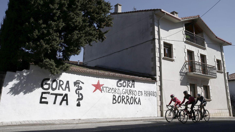 Pintada realizada en Iturmendi, Navarra. (EFE)