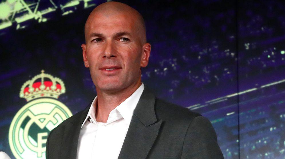 Foto: Zinedine Zidane en su regreso al banquillo del Real Madrid (Efe)