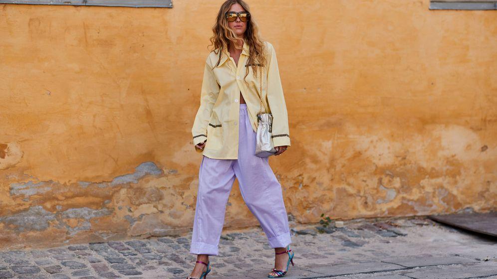 Foto: La insider Emili Sindlev, con un look de pijama. (Imaxtree)