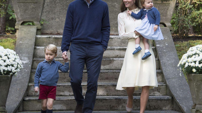 Los Cambridge y sus hijos en una imagen de archivo. (EFE)
