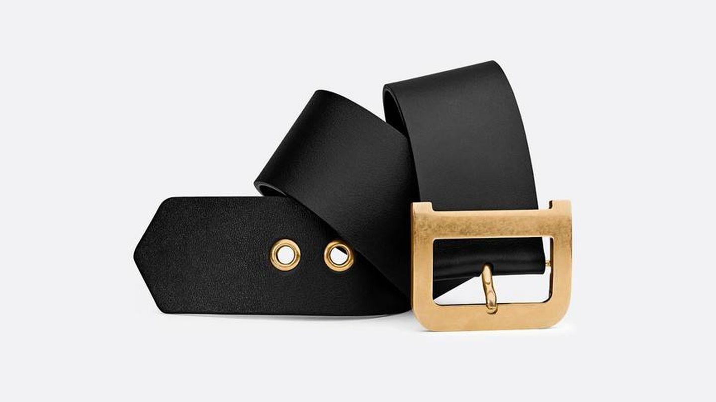 El cinturón Diorquake de Dior en piel negra. (750 €)
