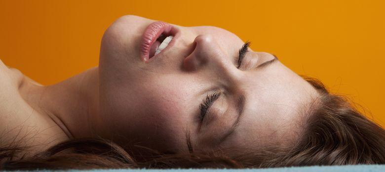 Foto: Muchas zonas del cerebro de la mujer quedan totalmente apagadas durante el orgasmo. (Corbis)