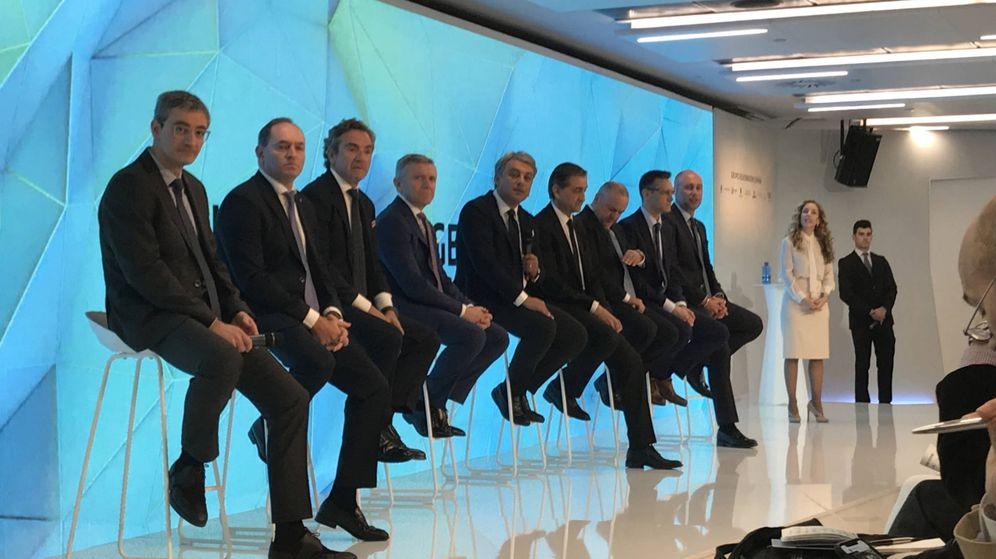 Foto: Directivos de las empresas del Grupo Volkswagen en España junto al presidente de Seat, Luca de Meo.