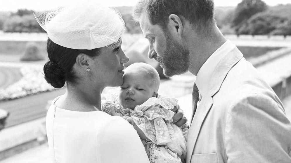Foto: Meghan y Harry junto a su hijo Archie en el día del bautizo de este. (EFE)