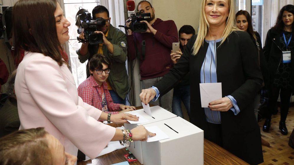 Foto: Cifuentes, votando este domingo en la sede del PP de Moncloa.
