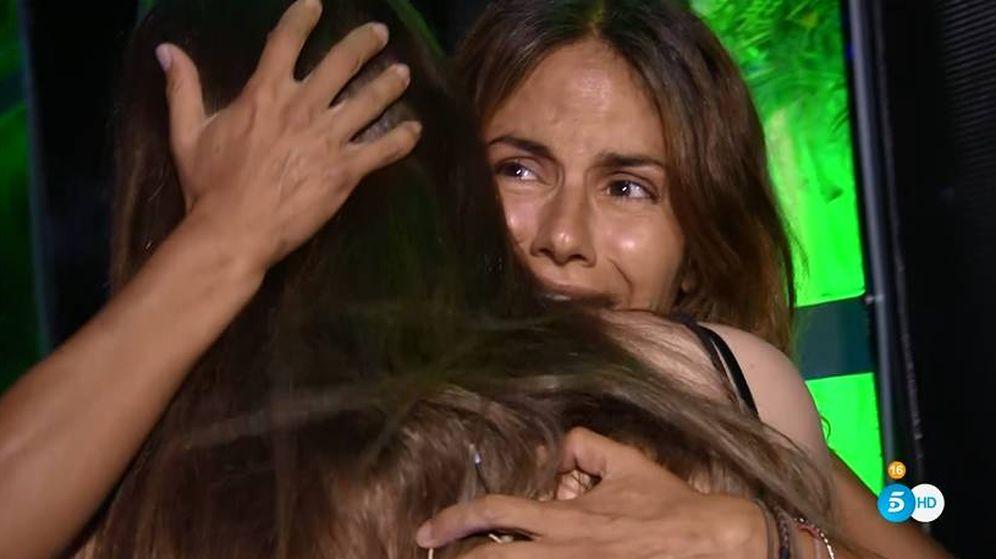 Foto: El reencuentro de Mónica Hoyos con su hija en 'Supervivientes'. (Telecinco)