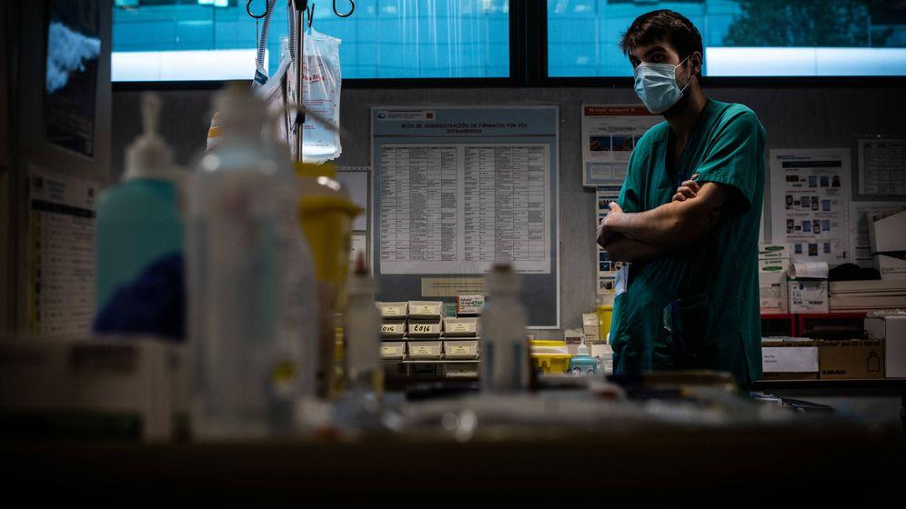 Foto: Un enfermero del Hospital 12 Octubre. (Carmen Castellón)