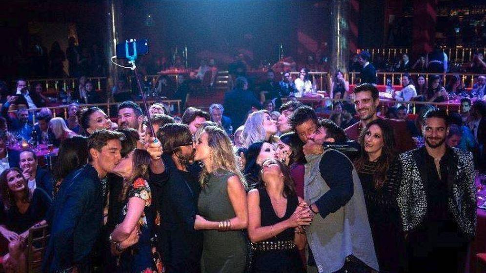 Foto: Imagen del selfie que se sacaron algunos de los invitados a la fiesta de Los 40. (Instagram)