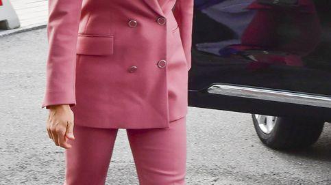 Letizia, Kate, Victoria y sus tres maneras de llevar el traje rosa preferido de las royals