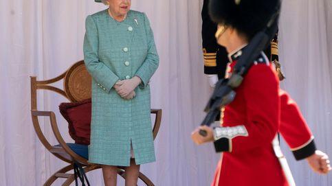 La polémica condena a prisión a 13 guardias de la reina Isabel por ponerla en peligro