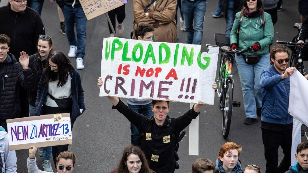 Foto: Protestas el fin de semana pasado en Berlín contra la ley de copyright aprobada hoy. (Reuters)