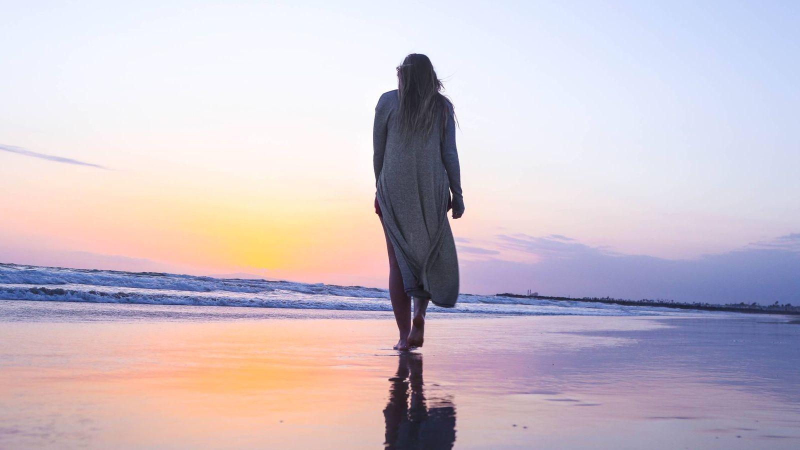 Foto: En verano andar está obligado, aprovecha los paseos por la playa. (Imagen: Jeremy Bishop)