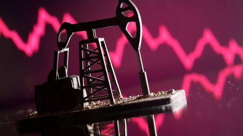 El petróleo se tiñe de rojo tras tocar máximos de seis años en plena crisis de la OPEP+