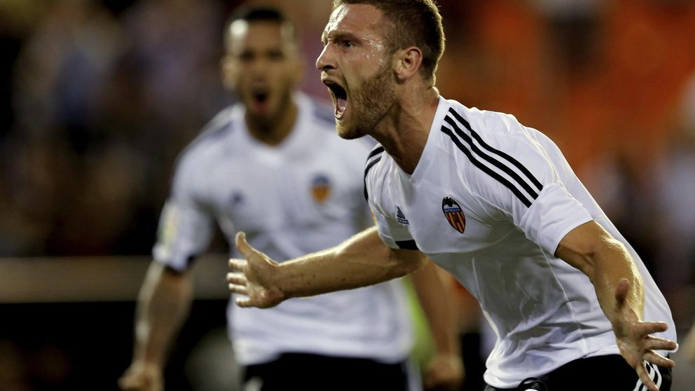 El Valencia se impone al Granada por la mínima pero la crisis no está cerrada