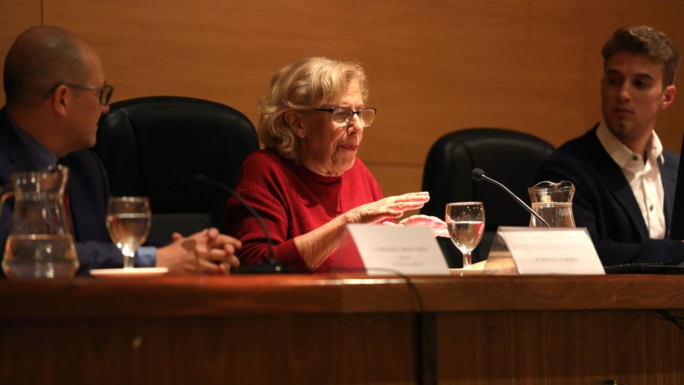 Foto: La exalcaldesa de Madrid Manuela Carmena (c) durante su intervención en una conferencia. (EFE)