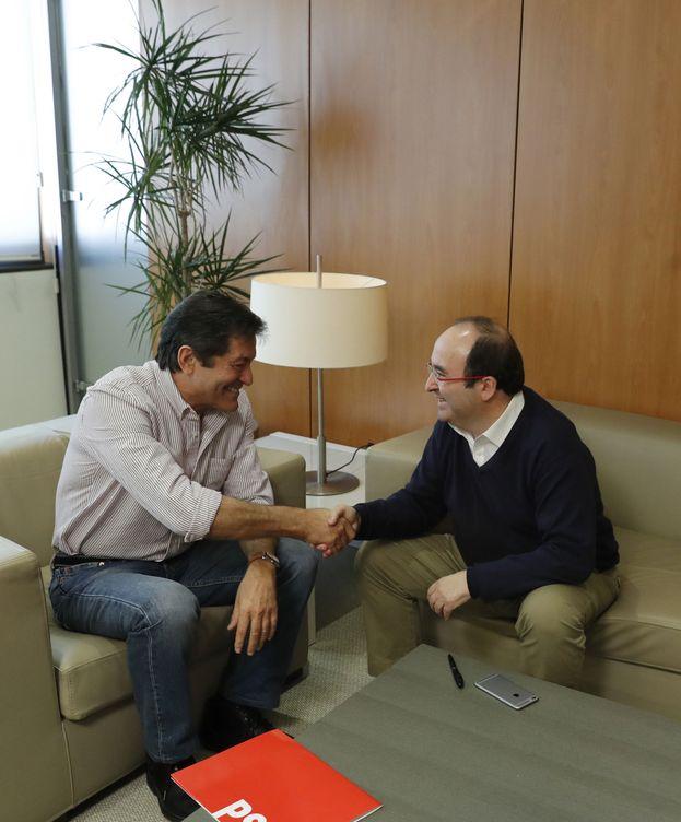 Foto: Javier Fernández y Miquel Iceta, durante su primera reunión juntos en Ferraz, el pasado 14 de noviembre. (EFE)