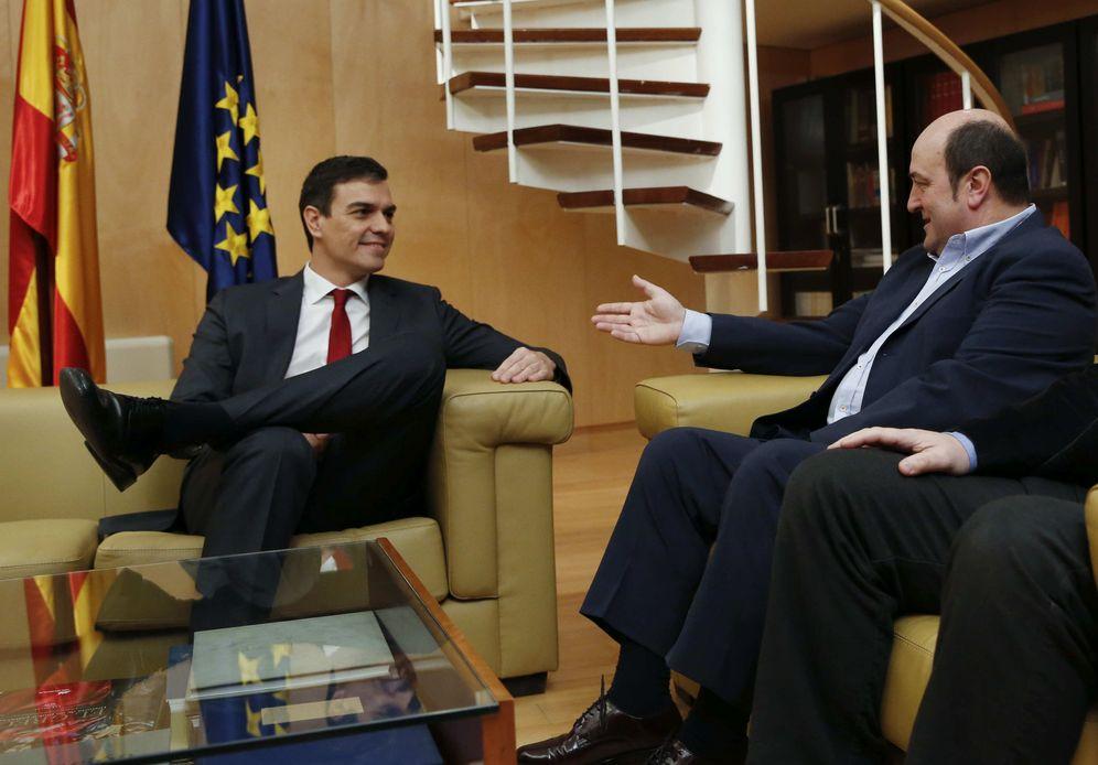 Foto: Sánchez y Ortuzar durante un encuentro en Madrid. (EFE)