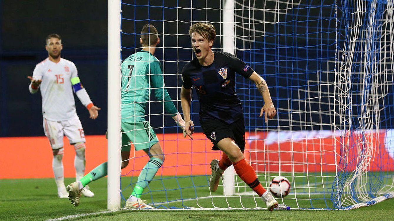 Foto: De Gea, con Ramos al fondo, tras el primer gol de Croacia. (Reuters)