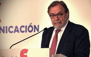 Cebrián abraza la tesis de la casta de Podemos y pide liquidar el sistema