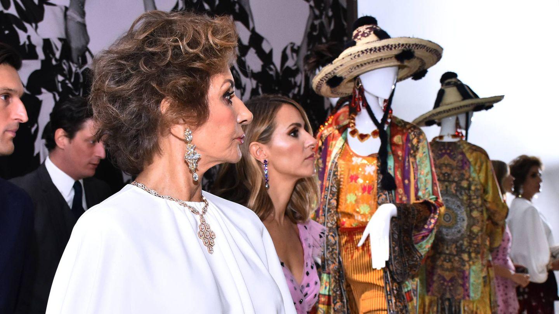 Naty y Laura Vecino, en la exposición 'Naty Abascal and Fashion!, en México.  (Cordon Press)
