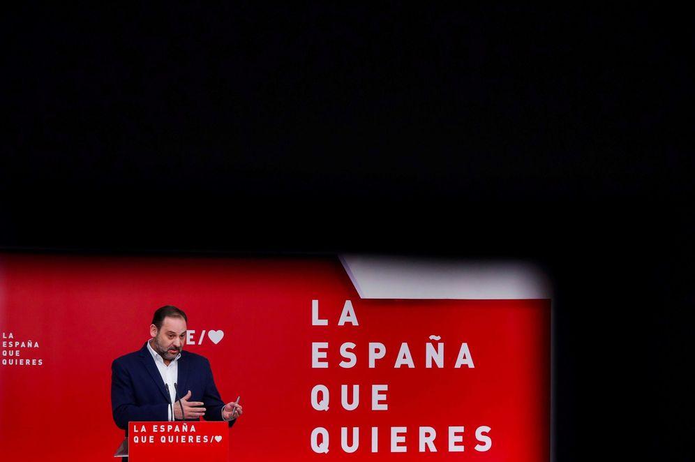 Foto: José Luis Ábalos, secretario de Organización y ministro de Fomento, este 18 de marzo en Ferraz. (EFE)