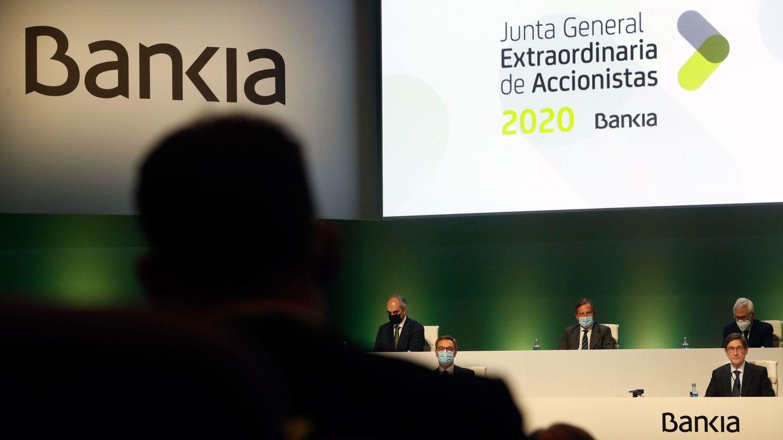 Bankia cierra el grifo a financiar las renovables con más riesgo en plena fusión con CaixaBank