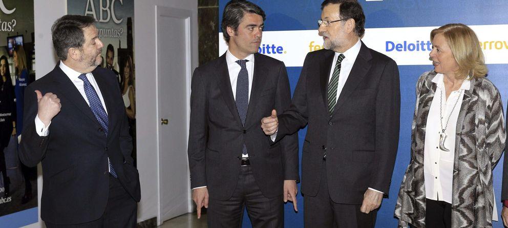Foto: Luis Enríquez, presidente de AEDE, con Mariano Rajoy en una visita al diario ABC (EFE)