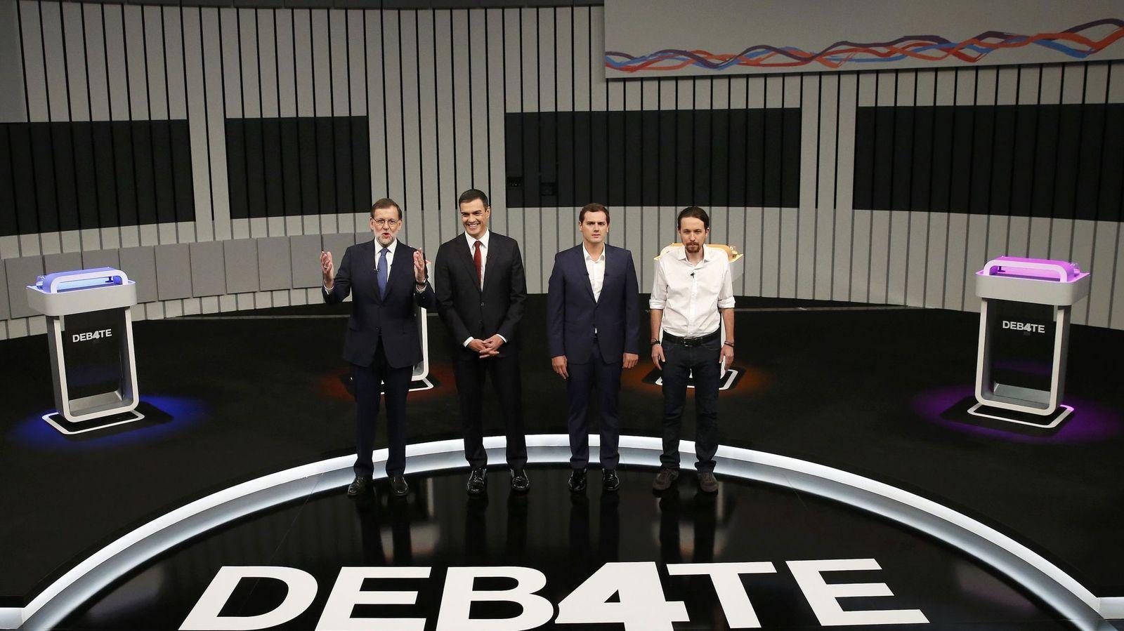 Foto: Mariano Rajoy, Pedro Sánchez, Albert Rivera y Pablo Iglesias, minutos antes del comienzo del debate a cuatro. (Reuters)