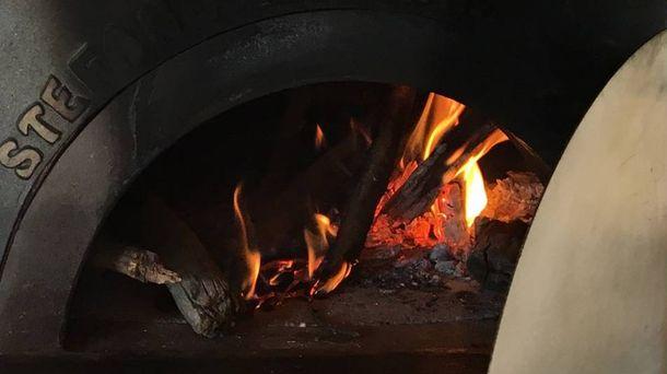 Foto: Horno de leña napolitano del restaurante Roostiq. (Roostiq)