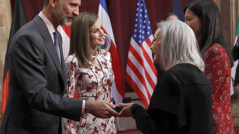 Con su hija, Alicia Moreno, en los Premios Princesa de Asturias. (EFE)