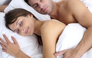 El secreto para tener a tu pareja contenta y feliz es dormir desnudo