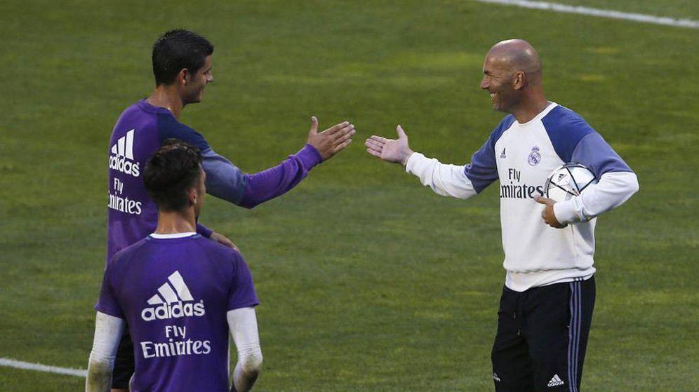 Foto: Morata y Zidane se saludan antes del entrenamiento del Real Madrid en Montreal.