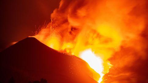 Directo | La lava rebosa el cono principal y se frena tras comerse un campo de fútbol