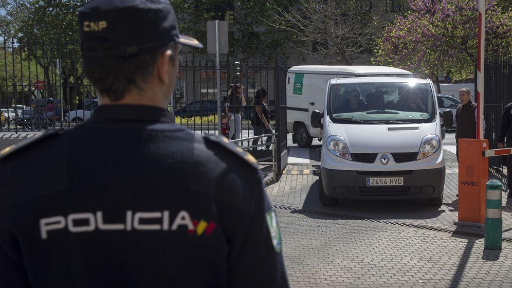 Foto: Atropellan a un hombre en Sevilla por celos (Efe)
