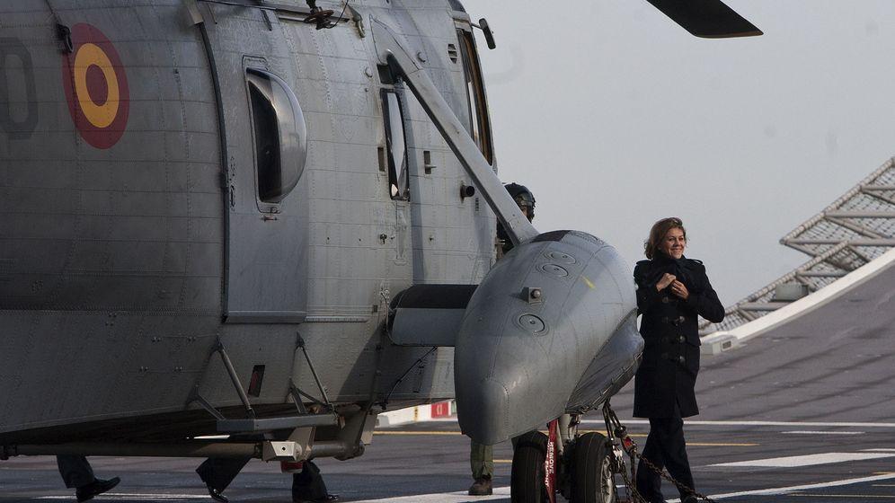 Foto: Maria Dolores de Cospedal visita la base naval de Rota en Cádiz. (EFE)