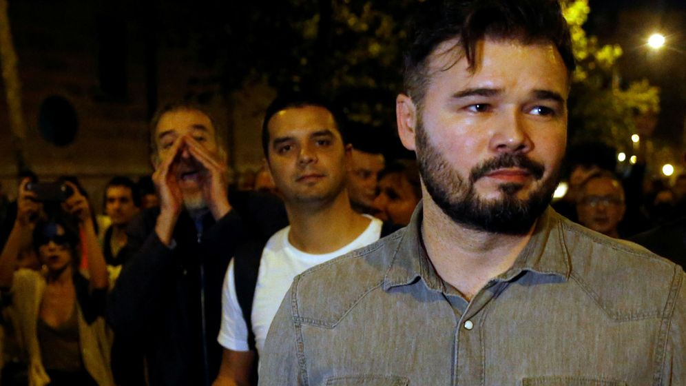 Foto: Gabriel Rufián, increpado por los 'suyos', el sábado en Barcelona. (Reuters)