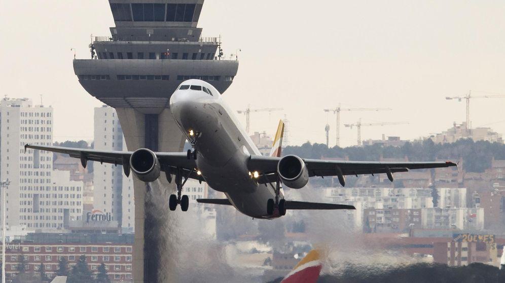 Foto: Un avión despega en el aeropuerto Adolfo Suárez Barajas. (Reuters)