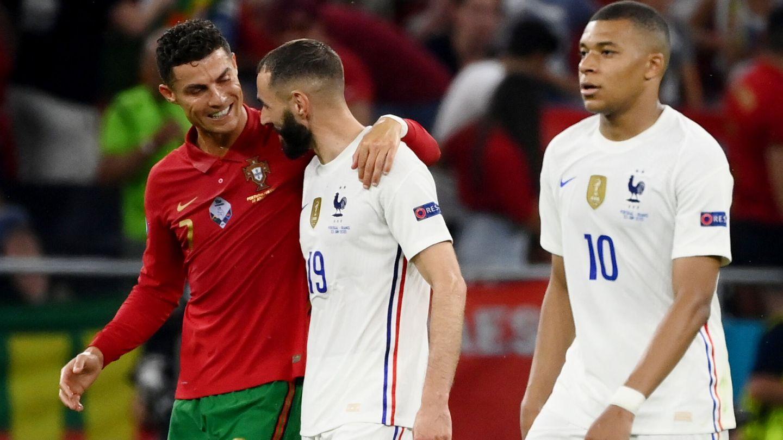 Cristiano y Benzema charlan tras finalizar el Portugal-Francia. (Reuters)