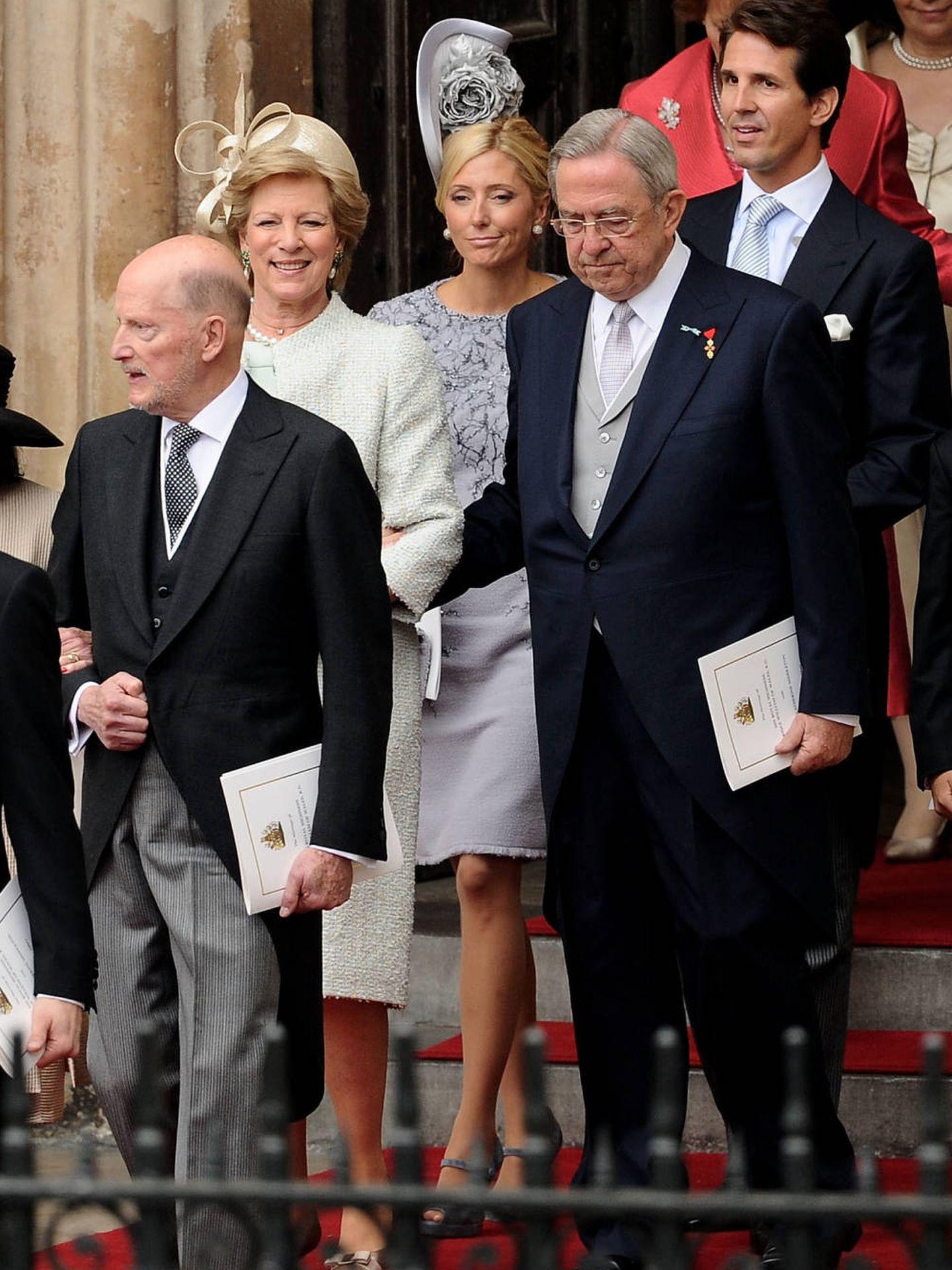 Marie-Chantal, con su marido y sus suegros. (Getty)