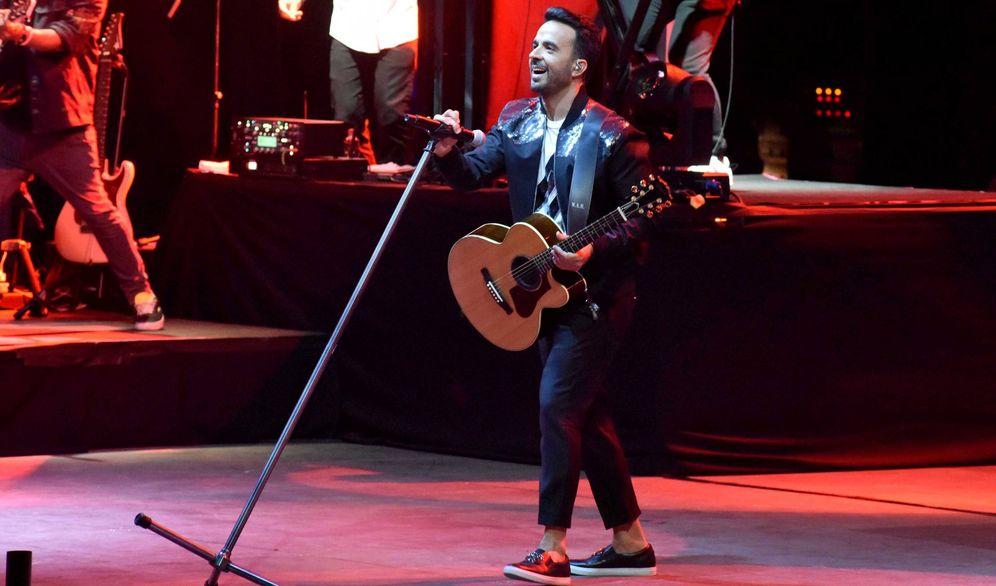 Foto: Luis Fonsi durante su actuación en Starlite. (Gtres)